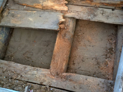 Myös länsipäädym alkuperäinen laipio oli osittain romahtanut